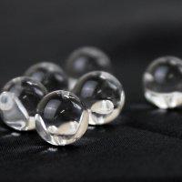 片穴ビーズ 水晶 丸 8mm【バラ売り】  品番: 9683