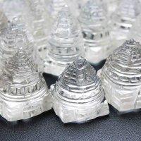 置物 透明度抜群 ヒマラヤ産水晶使用 シュリヤントラ 富と繁栄 約2から3センチ 女神ラクシュミーの図形 品番: 11103