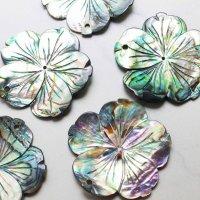 アバロンシェル 孔雀貝 フラワー 彫刻 パーツ 1個 穴あり 品番: 11837