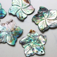アバロンシェル 孔雀貝 フラワー 彫刻 パーツ 1個 穴あり 品番: 11836