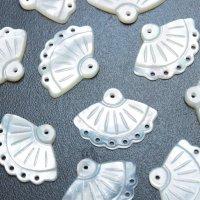 マザーオブパール 白蝶貝 扇 レース 彫刻 パーツ 1個 品番: 11829