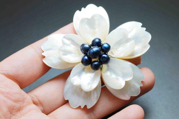 画像2: マザーオブパール 白蝶貝 フラワー 花 デザインブローチ A 品番:11899