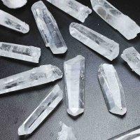 【クリスタルチューナーなどのセットにオススメ】 ブラジル産 水晶 原石 ポイント 小サイズ 品番: 3720