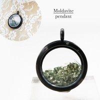 ペンダントトップ ブラック 黒 モルダバイト モルダウ石 さざれ 緑 グリーン 品番:12236