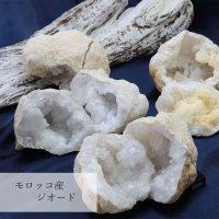 置物 オーナメント インテリア 原石 モロッコ産 水晶ジオード 約7cm〜8cm(中) 品番:12230