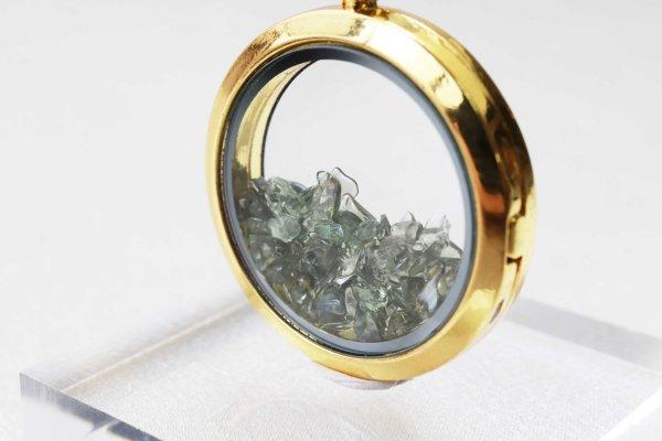 画像2: ペンダントトップ ゴールド 金色 モルダバイト モルダウ石 さざれ 緑 グリーン 品番:12237