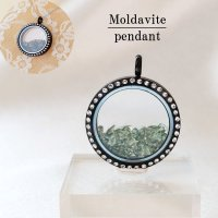 ペンダントトップ 石有ブラック モルダバイト モルダウ石 さざれ 緑 グリーン 品番:12339