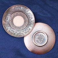 置物 彫り物 お香受け皿 赤 さざれ皿 真鍮製 花曼荼羅 約10cm しんちゅう 合金 品番: 12493