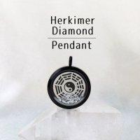ペンダントトップ ブラック ハーキマーダイヤモンド 大 八卦太極図 さざれ 品番:12876
