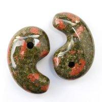 勾玉 ユナカイト 約80×50×25mm 横穴あり アメリカ産 緑簾石 癒し 天然石 品番: 13458