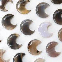 置物 ムーン 月 メノウ アゲート 癒し 守護 健康 彫り物 インテリア 天然石 品番:13629