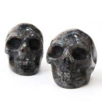 置物 彫り物 スカル 髑髏 ドクロ ブラックラブラドライト 知性 合理性を高める お守り インテリア 天然石 品番: 13788