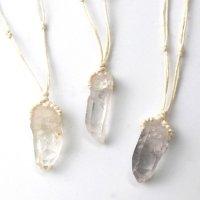 ネックレス 水晶ポイント 中 紐付き ベージュ 原石ペンダント 浄化 エネルギー 天然石 品番:13966